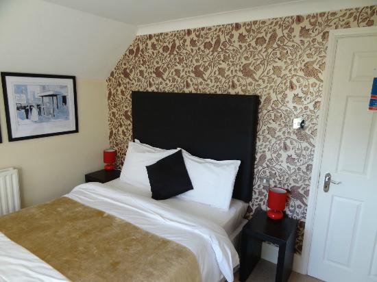 Chequers Inn: room 10