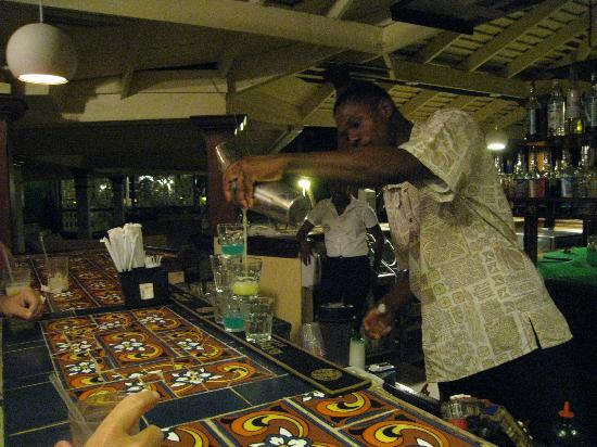 Sandals Negril Beach Resort & Spa: JJ making shots at the bar for us to enjoy!
