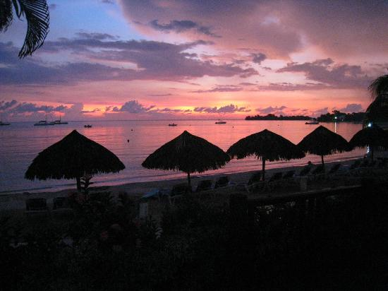 Sandals Negril Beach Resort & Spa: Beach at sunset!
