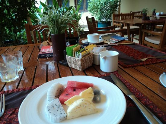 Victoria Angkor Resort & Spa: Breakfast Table