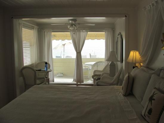 Bungalow Beach Resort: Lovely room