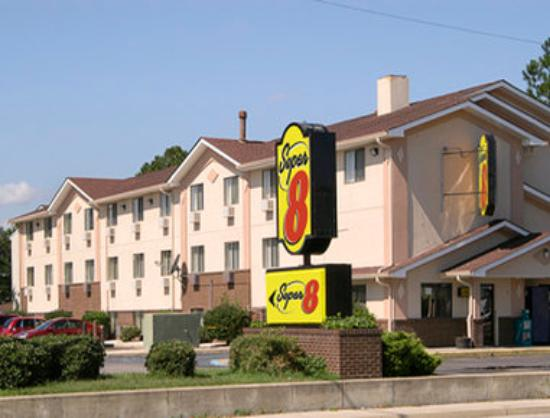 Welcome To The Super 8 Chesapeake Greenbrier Picture Of