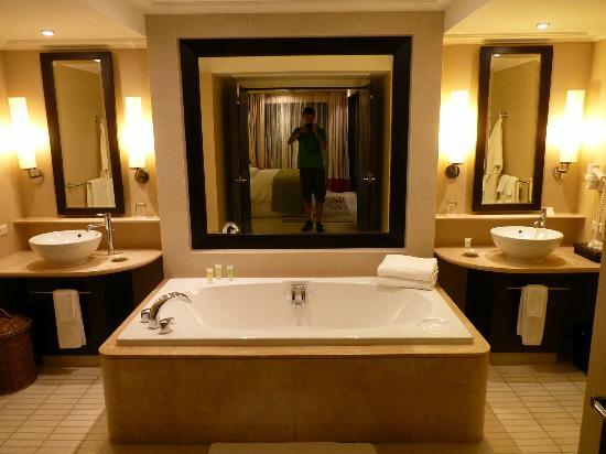 Marriott's Mai Khao Beach - Phuket: Bathroom