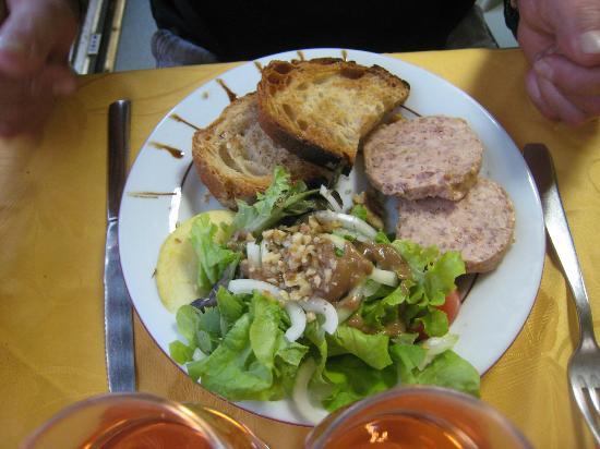 Chez Anne-Marie: salade et térrine d'oie