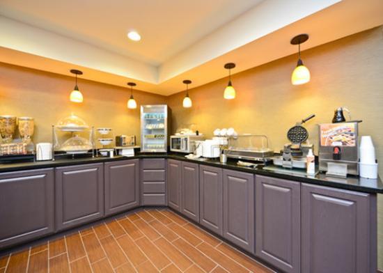 Sleep Inn & Suites I-70 & Wanamaker: breakfast
