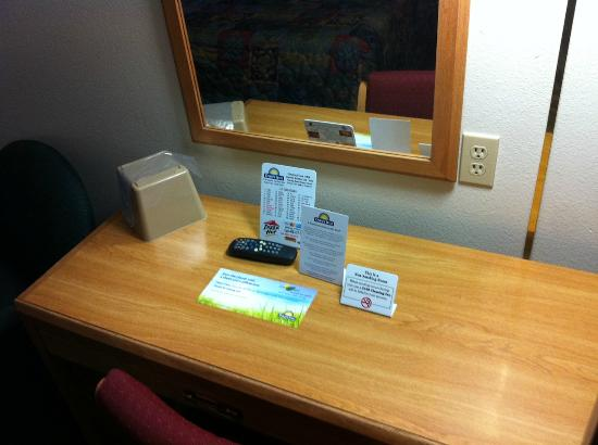 Days Inn Great Falls: Desk area