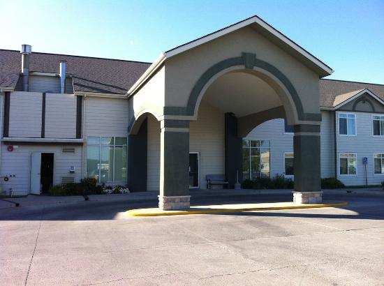 Days Inn by Wyndham Great Falls: Hotel entrance