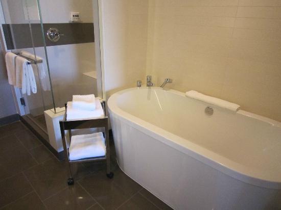 Vdara Hotel & Spa: Tub