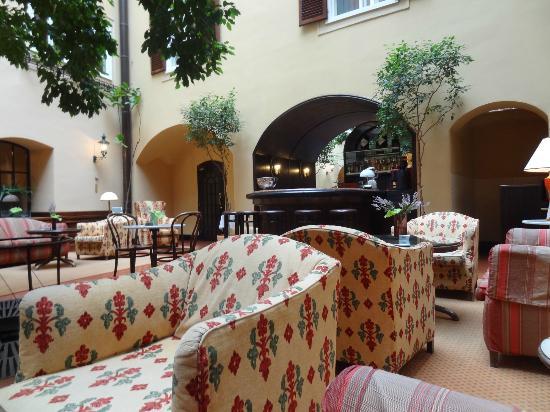 Hotel Konig Von Ungarn: Comfortable lounge