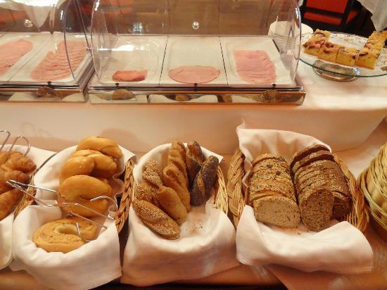 Hotel Konig Von Ungarn: Breakfast buffet