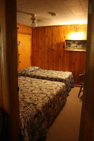 Glenmoore Lakeside Cottages and Lodge: Bedroom
