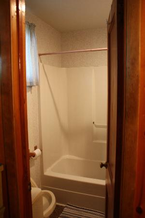 Glenmoore Lakeside Cottages and Lodge: Bathroom