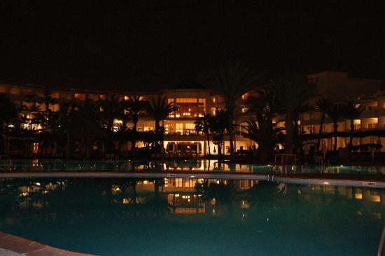 Iberostar Founty Beach: Wieczorem nad basenem