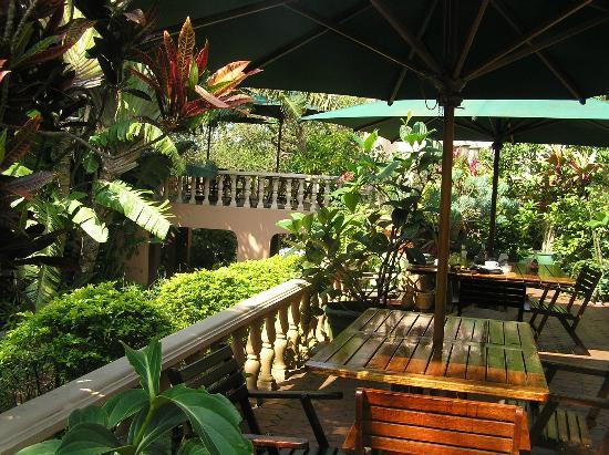 Santa Lucia Guesthouse: Patio