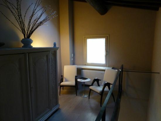 Riva Lofts Florence: Room 9 - upstairs sitting area 