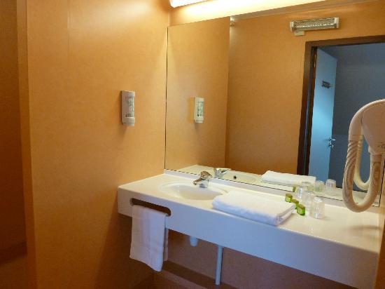 Time Hotel: Bathroom