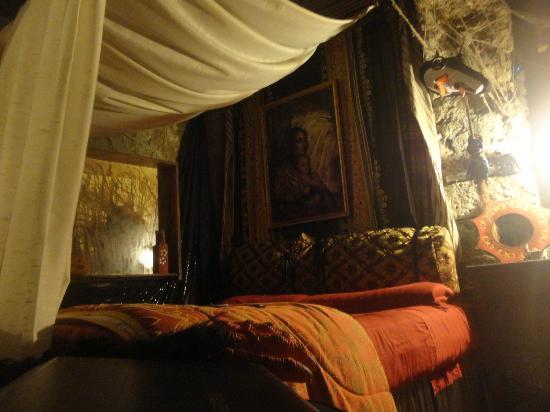 Calcata, Italy: grotta della strega