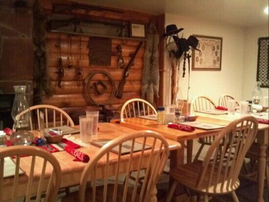 Cottonwood Steakhouse: Inside