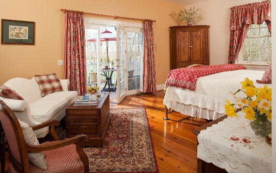 Abner Adams House Bed & Breakfast Inn: Ele's Escape