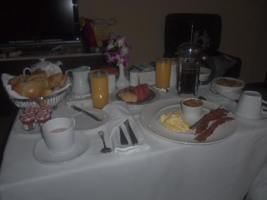 Sofitel Philippine Plaza Manila: Breakfast room service