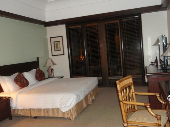 สุทีรา ฮาร์เบอร์ รีสอร์ท: bed room in suite