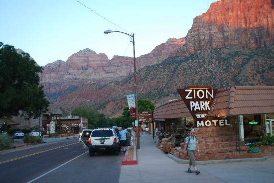 Zion Park Motel: Hotel entrance