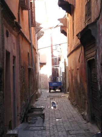 Riad Noos Noos: Alley/derb in which the riad is situated