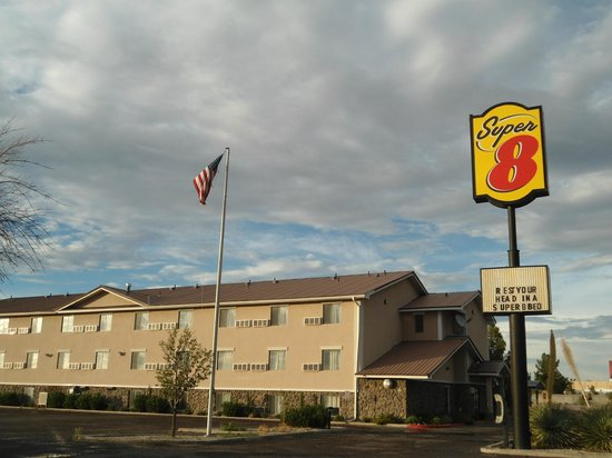Super 8 by Wyndham Las Cruces/White Sands Area: Hotel Exterior