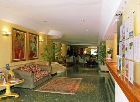 Hotel Roc Oberoy: Rezeption und Eingang