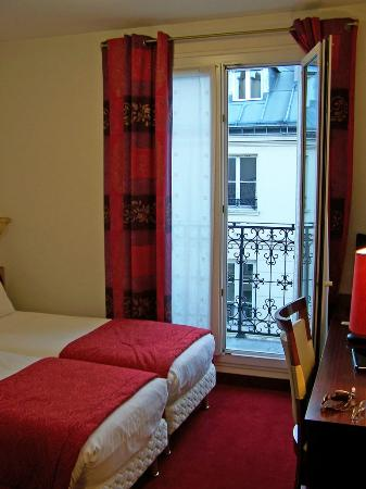 Grand Hotel des Balcons: Room 505 with balcony