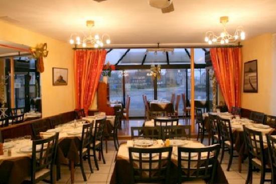 Hotel De La Tour Brette : la salle de restaurant