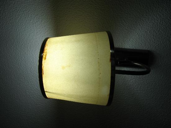 Caloura Hotel Resort: Rusty Lamp - first room