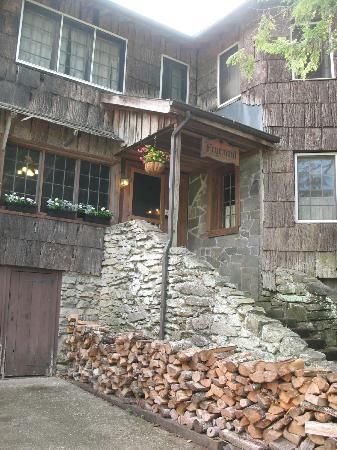 Fryemont Inn: Entrance to the Fryemont 