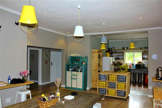 The Backpackers in Green Point: Kitchen and Dining Area