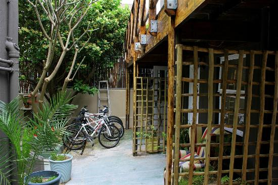 The Backpackers in Green Point: Outdoor Patio Bike Rentals