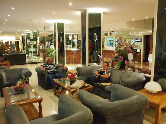 Hotel Pinero Tal: Lobby