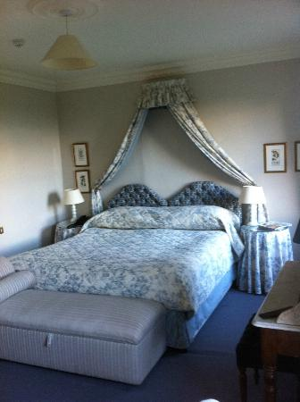 Gregans Castle Hotel: Pleasant room
