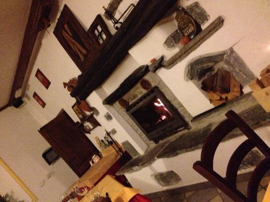 Le Bourg Chez Dedè di Bertola Vittoria : Sala