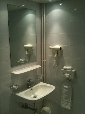 Hotel Mon-Repos : salle de bains