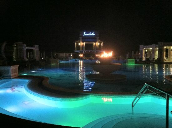 Sandals Emerald Bay Golf, Tennis and Spa Resort: Pool Area @ Night