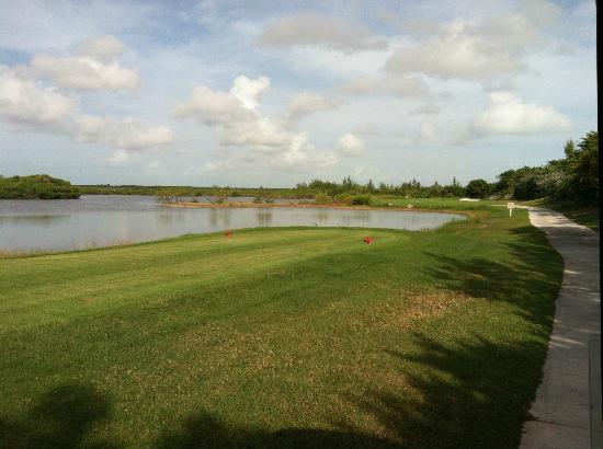 ساندالس إميرالد بآي جريت إكسوما - شامل جميع الخدمات: Golf Course 