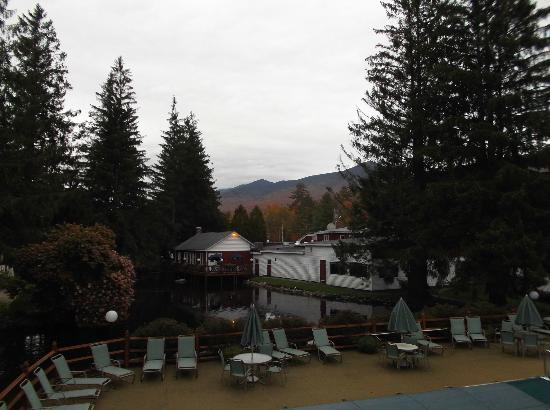 Woodwards Resort & Inn: The pond and bar building