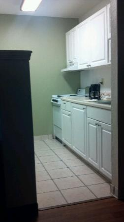 Extended Stay America - Melbourne - Airport: Kitchen