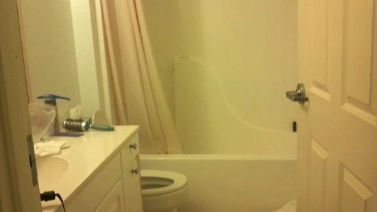 إكستندد ستاي أميركا - ملبورن - إيربورت: Bathroom