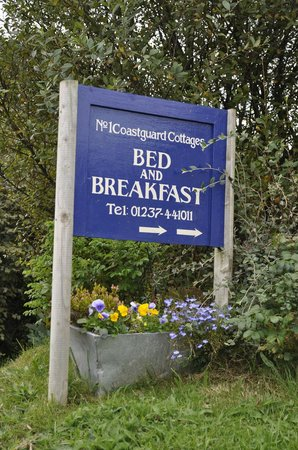 Bed & Breakfast at 1 Coastguard Cottages : Walkers retreat!