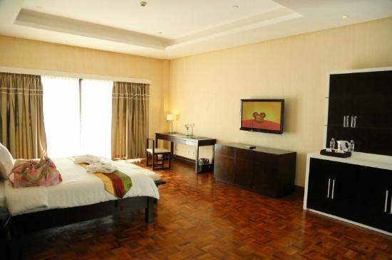 The Oriental Hotel Leyte: Masters bedroom