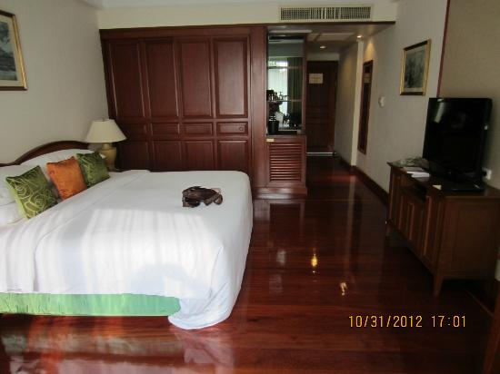 Sofitel Angkor Phokeethra Golf and Spa Resort: my room