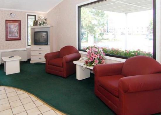 Econo Lodge: Lobby View