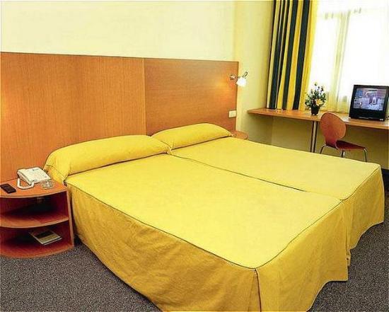 Hotel Porta de Gallecs: ROOM