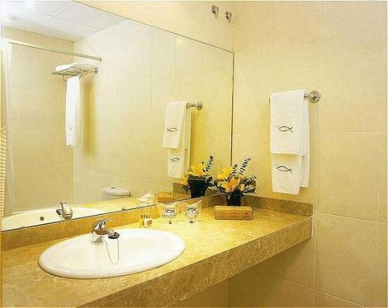 Hotel Porta de Gallecs: BATHROOM